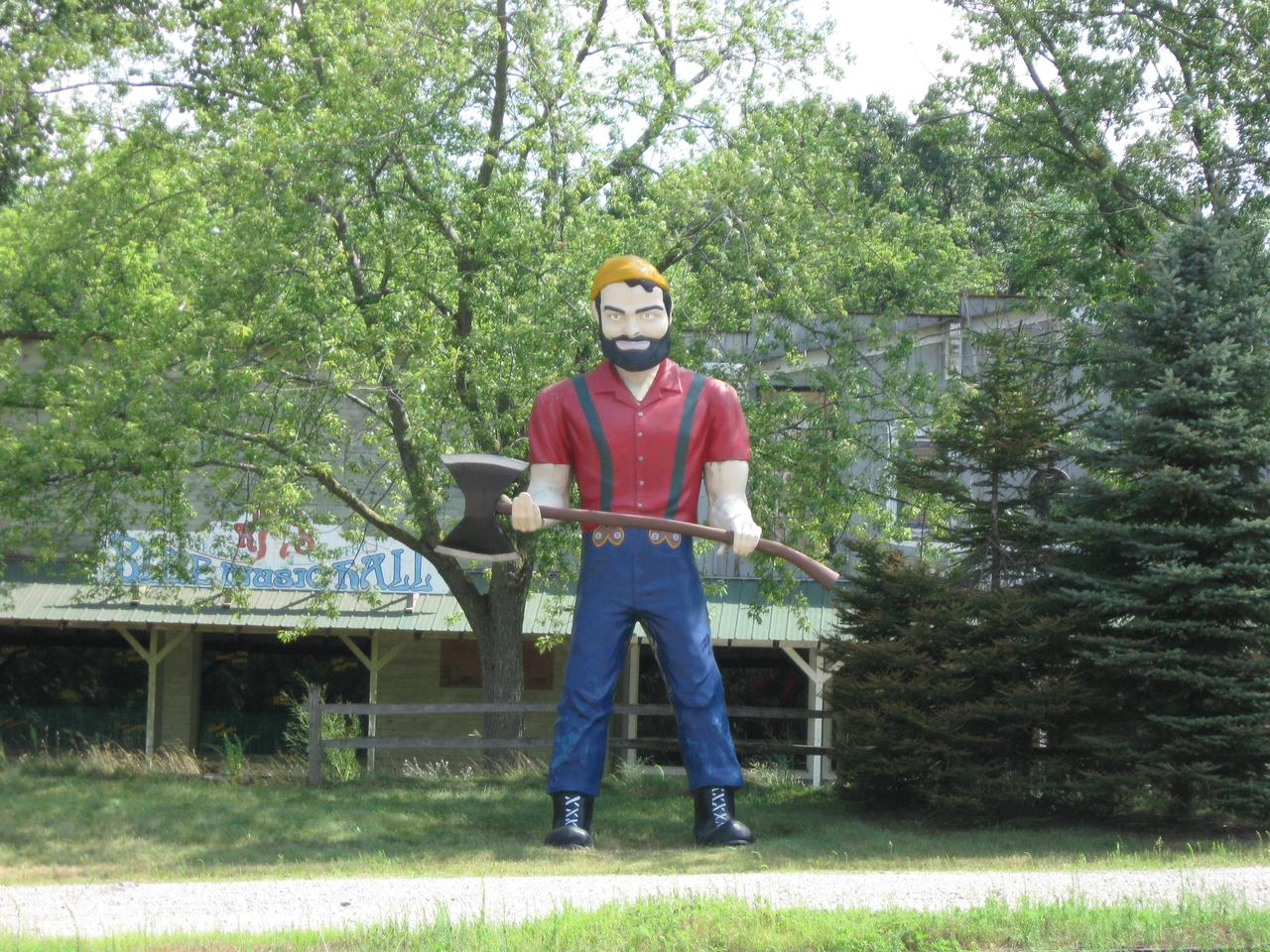 One of America's numerous repurposed Muffler Man statues, spotted by Gizmag staff near Ann Arbor, Michigan