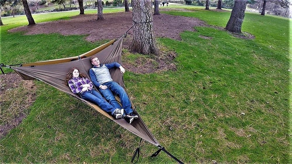 With a divider strap, the Treble Hammock 2.0 splits into two bunks for sitting and sleeping