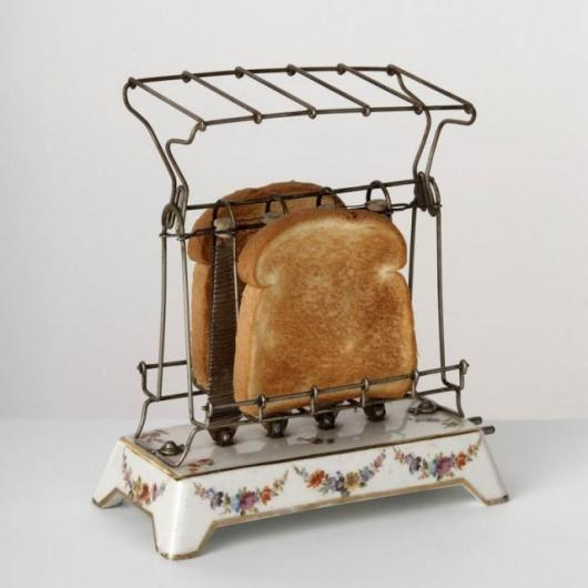The first U.S. patent for an electric toaster was made in 1909 by General Electric for an appliance surrounded by a wire cage to hold the bread. This model, the D-12, is considered the first commercially successful toaster in U.S. history