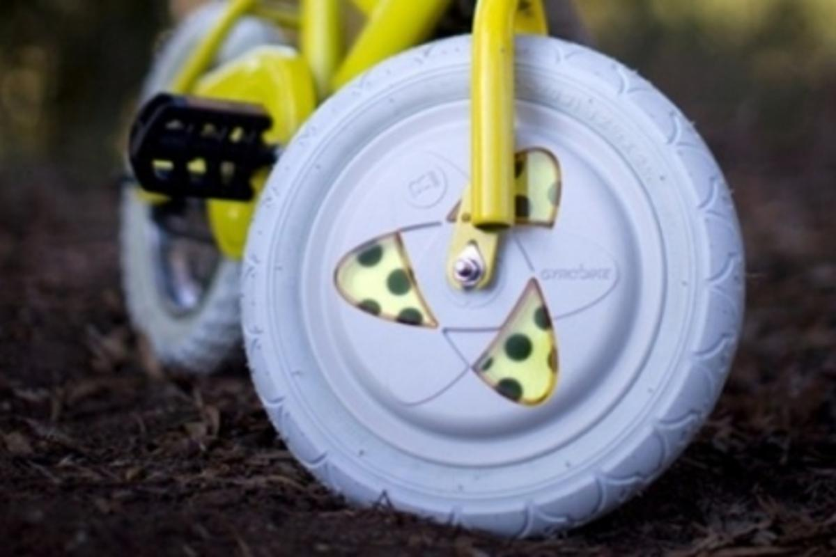 The Gyrowheel uses an independently spinning disk to stabilize the bike