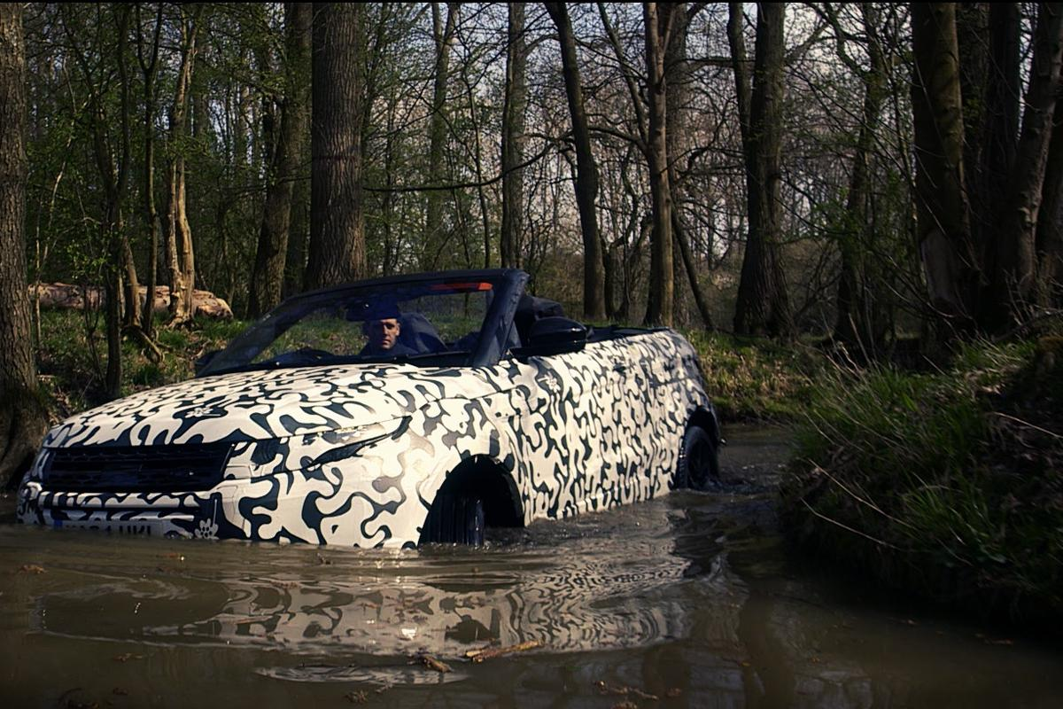 The Evoque Convertible has the same 500 mm wading capability as the standard Evoque