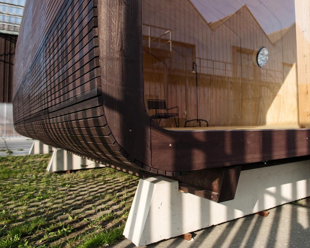 The Wikkelhouse (or Wrap House) gets its name from its manufacturing process, which involves 24 layers of cardboard being wrapped around a rotating house mold