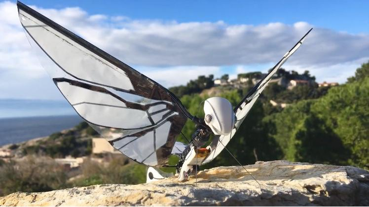 The MetaFly can be flown both indoors and outdoors (if the winds aren't too strong)