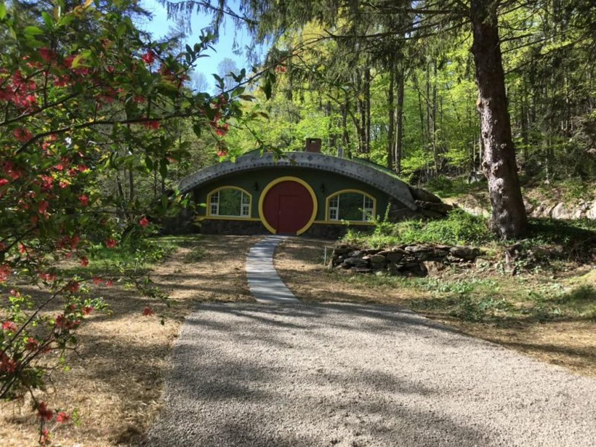 It took building engineer Jim Costigan six years of hard workto get Hobbit Hollow looking like this