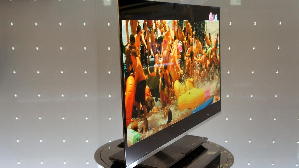 LG's 31-inch 3D OLED TV at IFA 2010