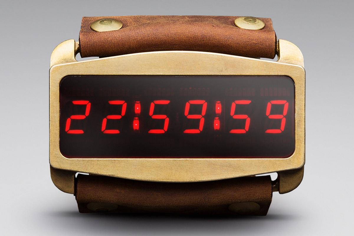 Lifeclock One Is based on the prop from Escape from New York