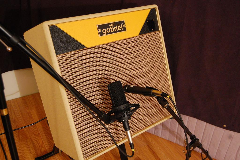 """Using microphones to get to the classic """"Brit"""" or """"Yank"""" tones offered by the Stinger combo"""