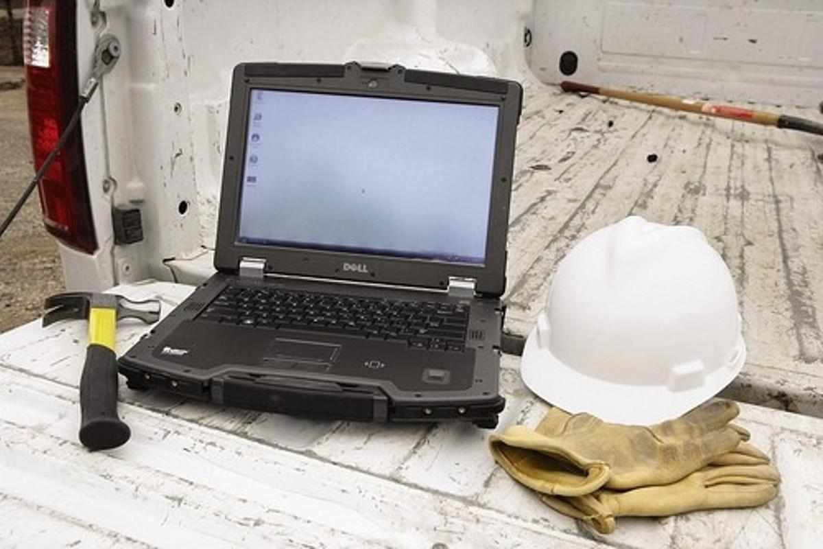 Dell XFR rugged laptop on truck tailgate