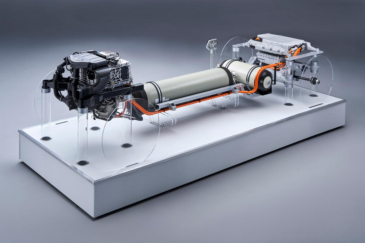 BMW has unveiled a full hydrogen fuel cell powertrain, developed in conjunction with Toyota