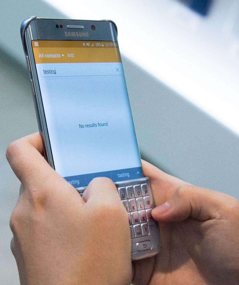 Galaxy meets BlackBerry: Hands-on with Samsung's QWERTY