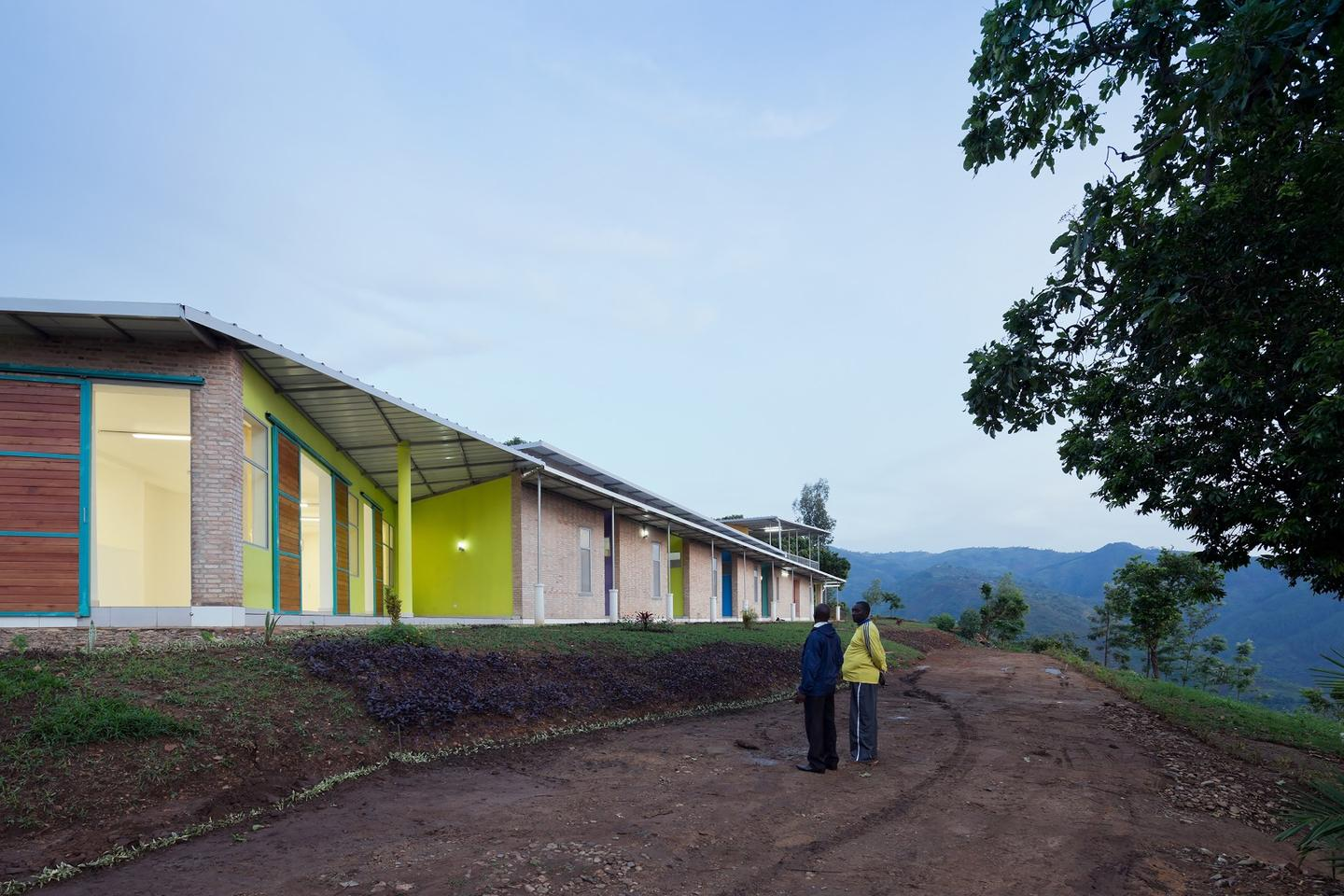 Located in arural village in the Central African country of Burundi, the Village Health Works Staff Housing,byLouise Braverman Architect, serves as off-grid digs for medical staff. The project was a winner in Category Two