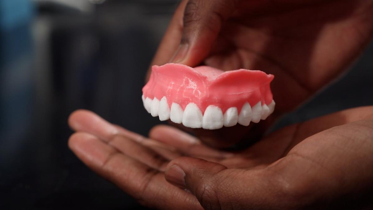 The prototype dentures, full of Amphotericin B