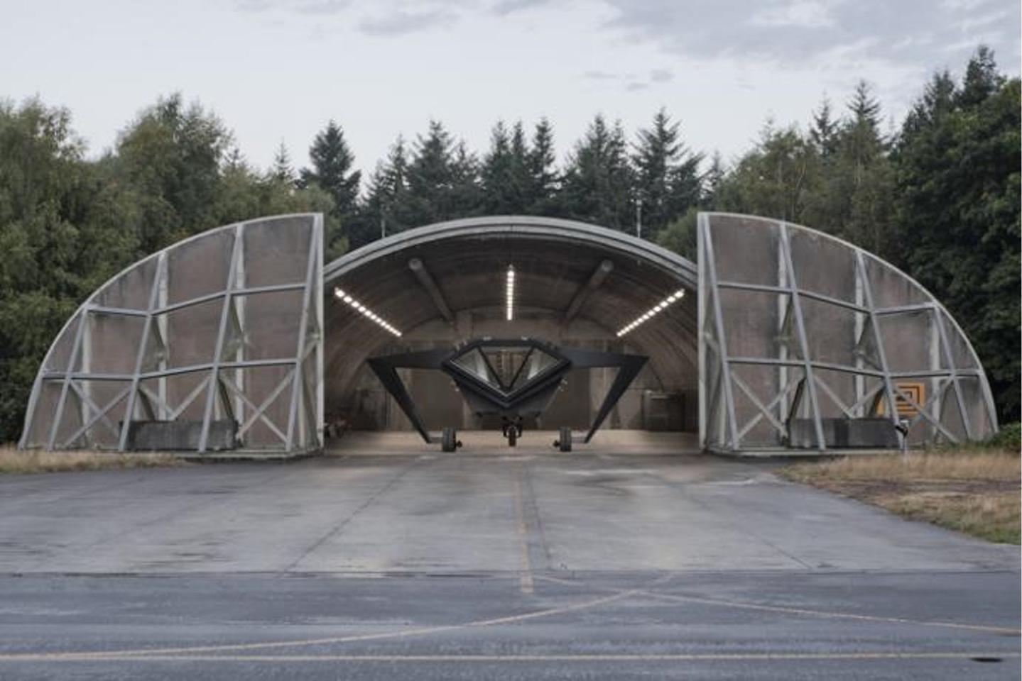 Secret Operation 610 is housed in a reused hangar (Image: Rietveld Landscape, Studio Frank Havermans, Michiel de Cleene)