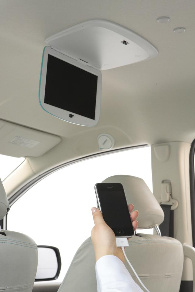 The Gathers Advance 4 system includes iPod integration and a screen for rear seat passengers