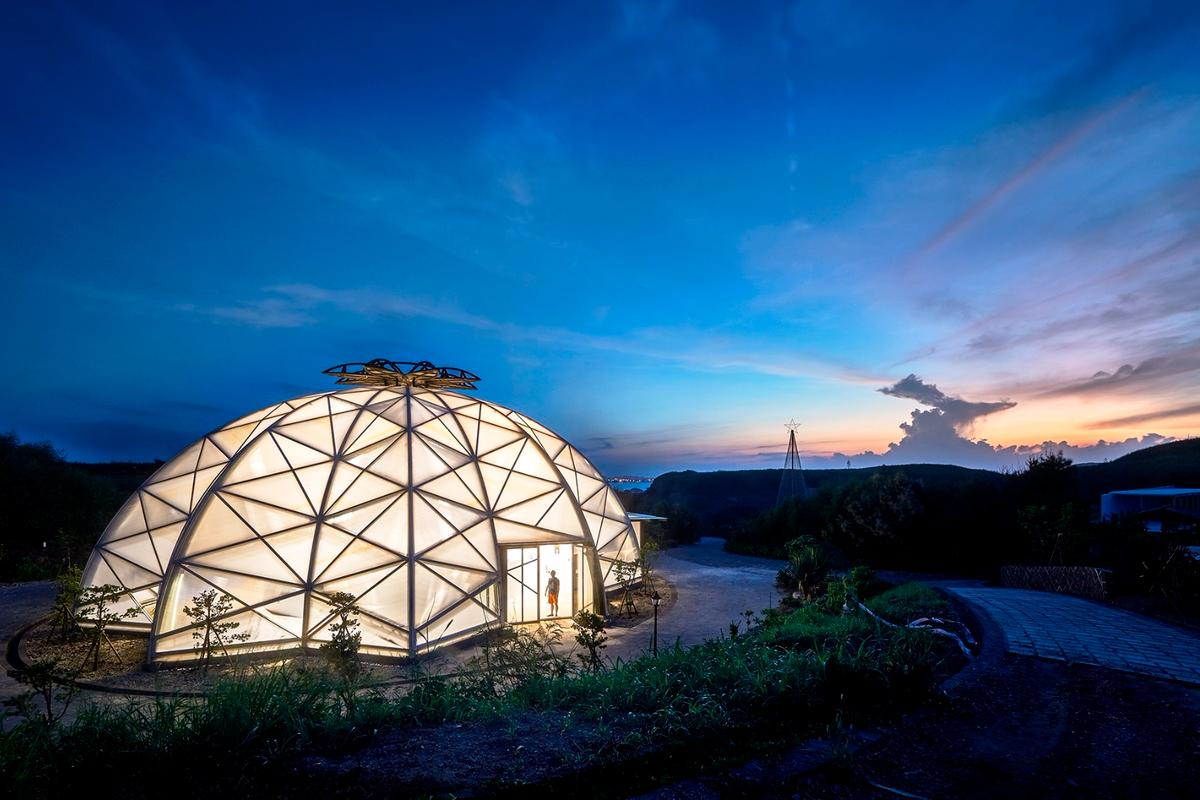 The Echinocactus grusonii cactus greenhouse, which is shaped like a cactus and glows at night, is one of the main attractions at the Penghu Qingwan Cactus Park in Taiwan