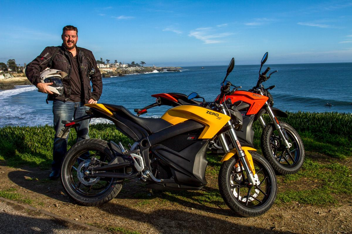 Loz Blain with the 2015 Zero S and DS by the cliffs of Santa Cruz (Photo: Andrew Wheeler/AutoMotoPhoto.com)
