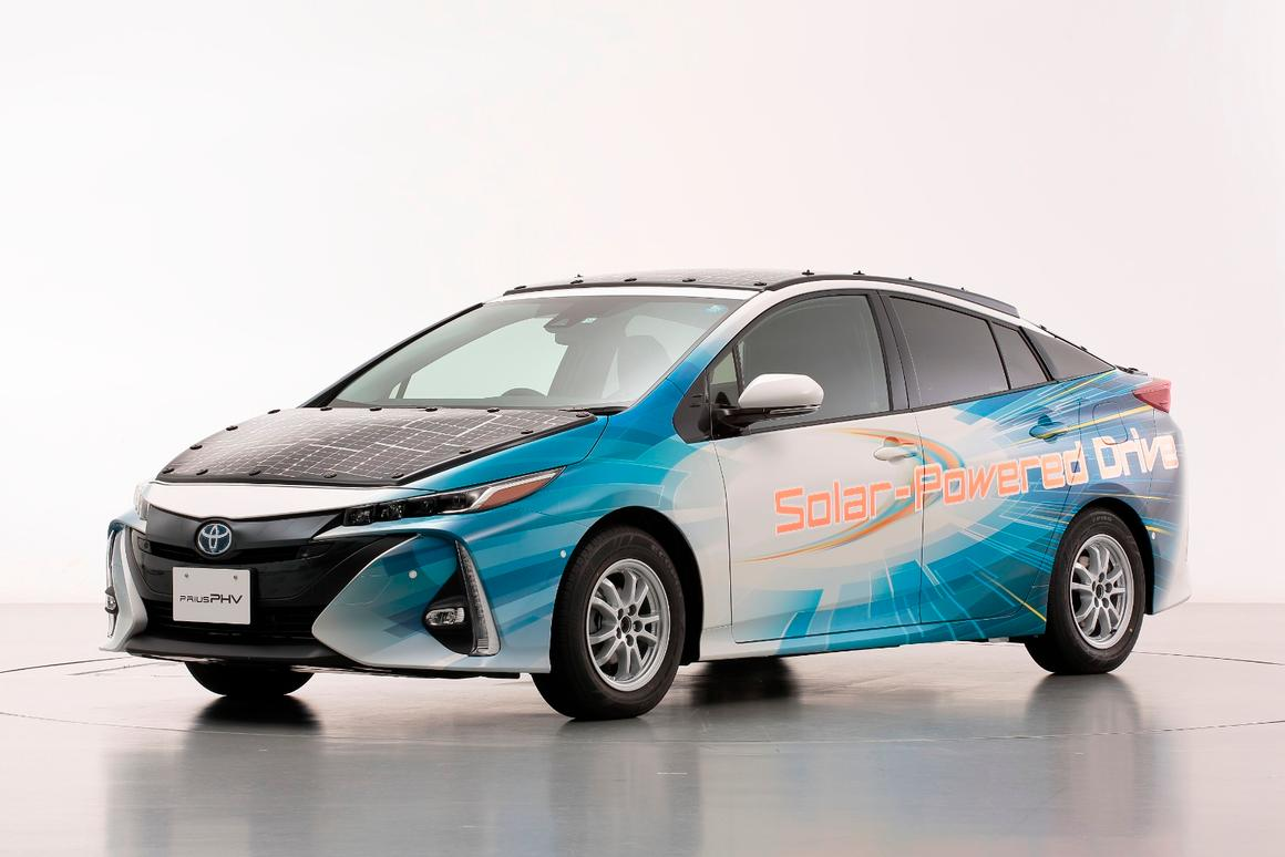 Prius Solar Roof >> Toyota S Latest Solar Powered Prius Can Charge When On The Move