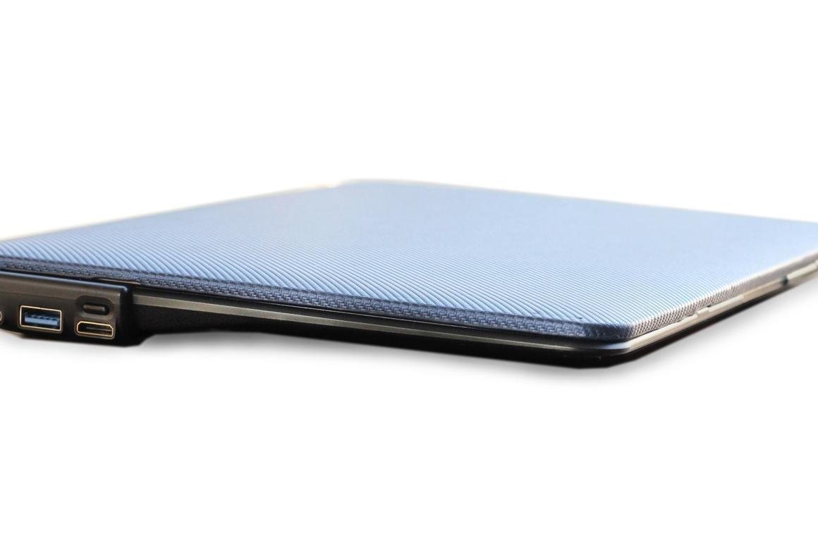 The Boost case, currently on Kickstarter, wouldeliminatethe 12-inch MacBook's need for unwieldy, expensive power packs, adapters and dongles
