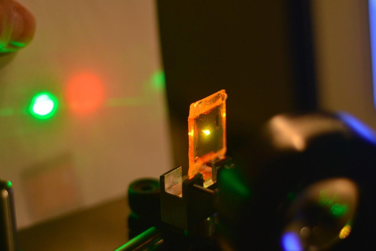 A liquid crystal elastomer emits a mechanically-tunable laser beam