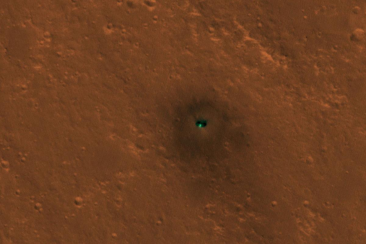 Image of the InSight lander on the surface of Mars