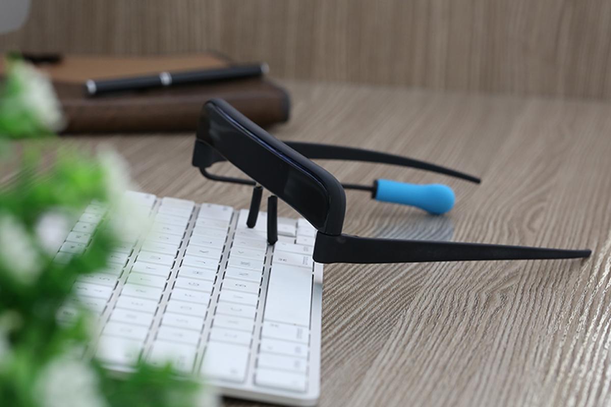 Glassouse tracks head movements to control a cursor