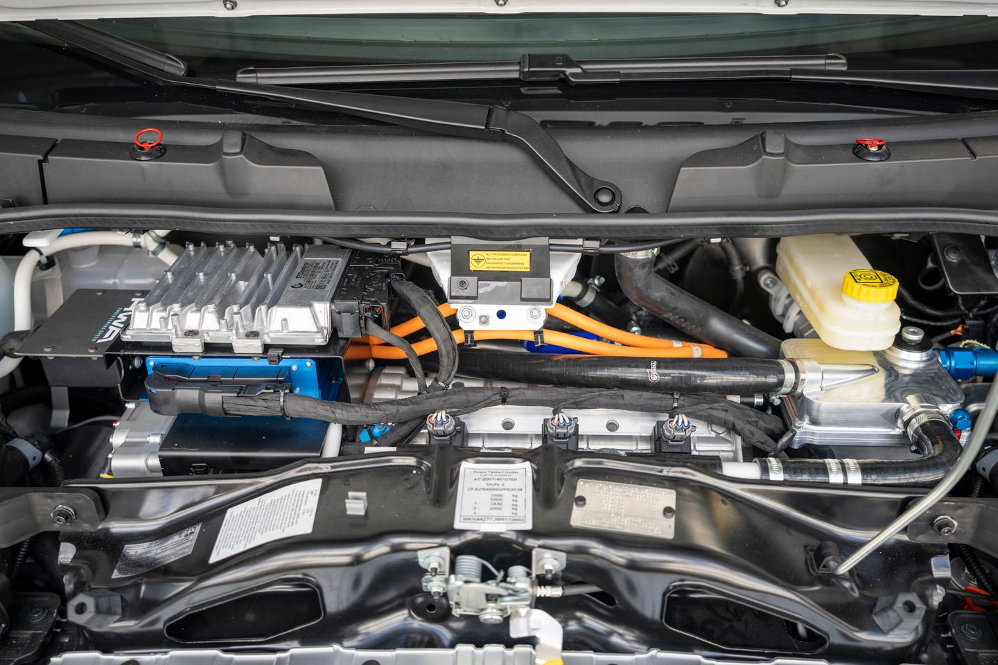 Knaus and HWA replaced the diesel engine and gearbox with an electric drive