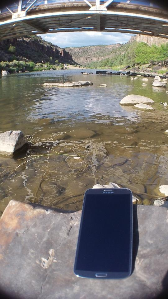The 6.3-inch Galaxy Mega fits well in large landscapes