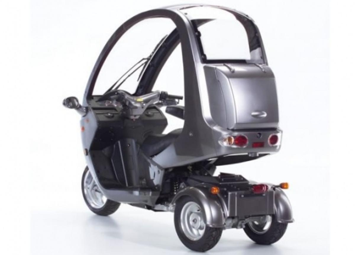 The AutoMoto tilting three-wheeler