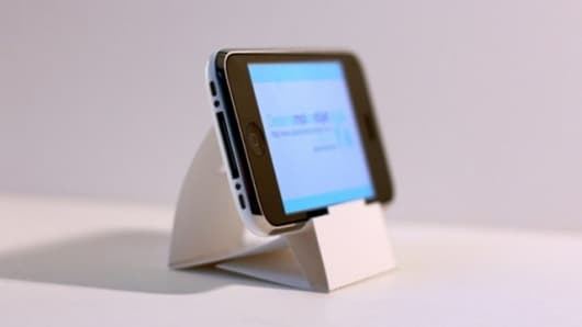 The Paper iPhone/iPod touch stand created by Julien Madérou