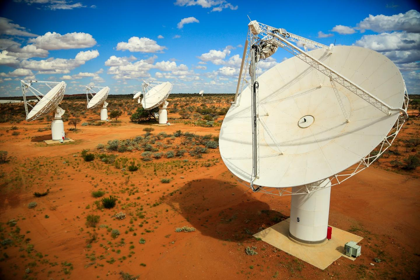 By measuring the time differences between when a signal washes over each telescope in theASKAP array, astronomers can precisely calculate where the signal originated