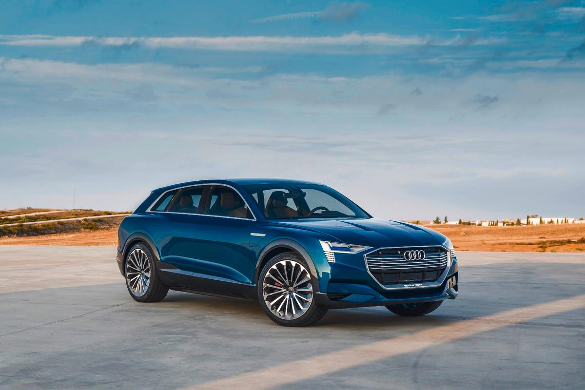 The new SUV EV will fit between the large Audi Q7 and the midsize Audi Q5, making us guess that the model designation could be Audi Q6 e-tron