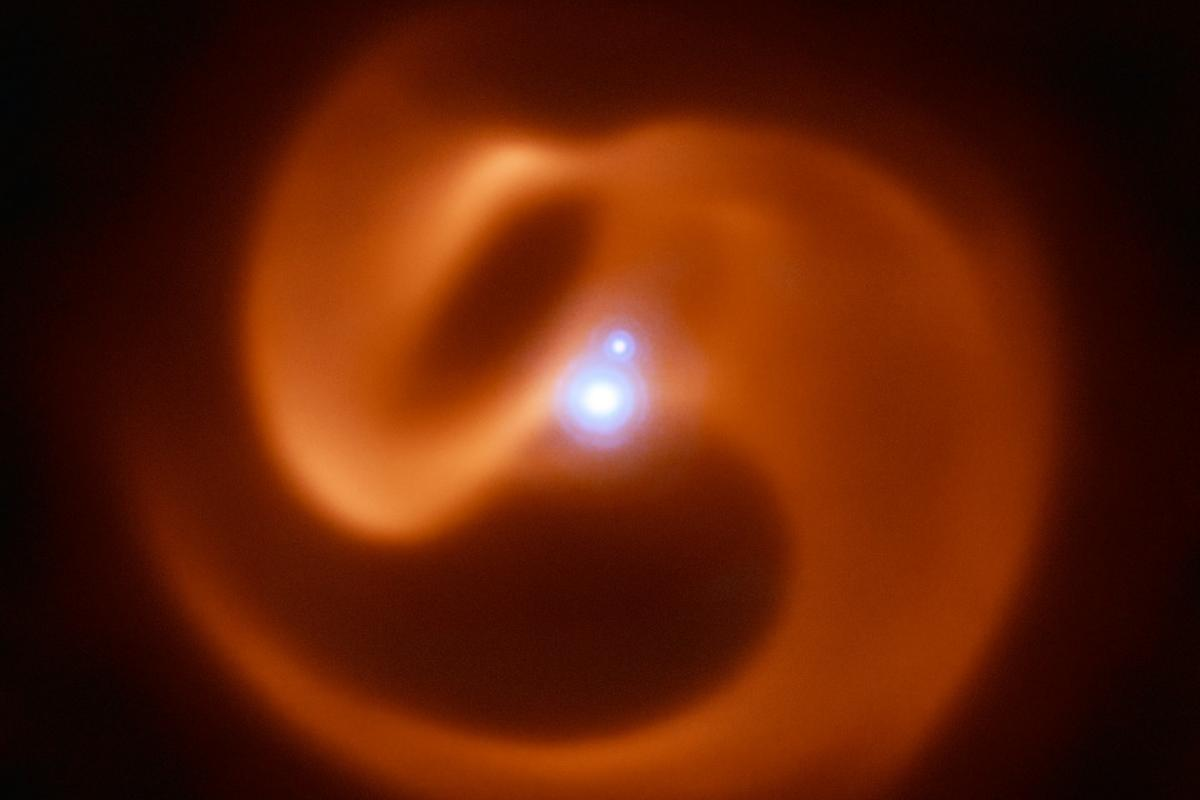 A composite near- and mid-infrared image of Apep, a star system that has been identified as a possible gamma ray burst source in the future