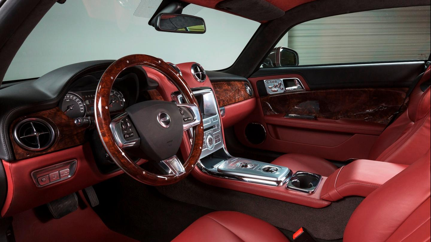 The Speedback GTinterior combines classic touches like the instrument cluster, dials,and leather trim withmodern equipment like the 7-in touchscreen infotainment system with satellite navigation