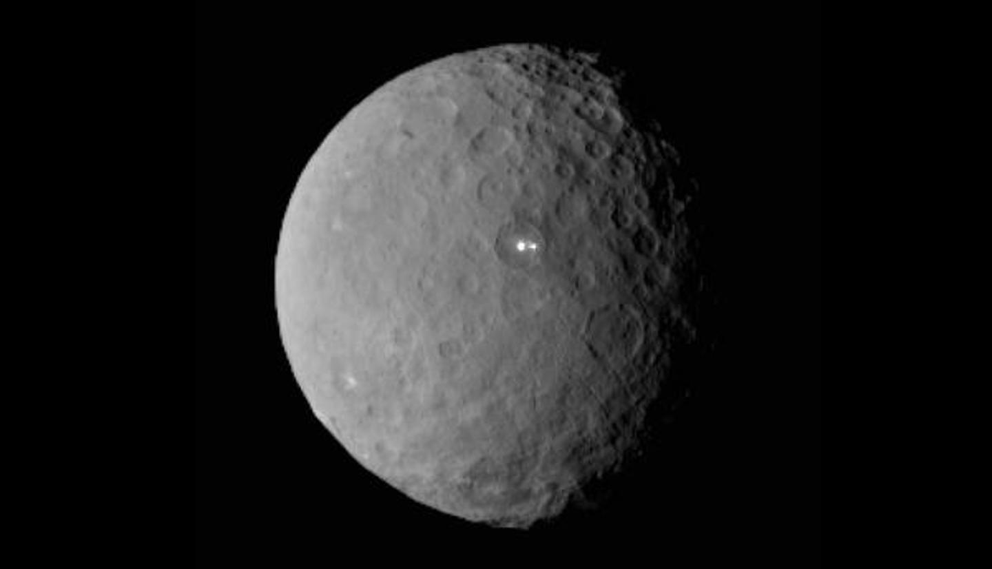 Dawn will investigate phenomena, such as the bright spots on Ceres (Image: NASA)