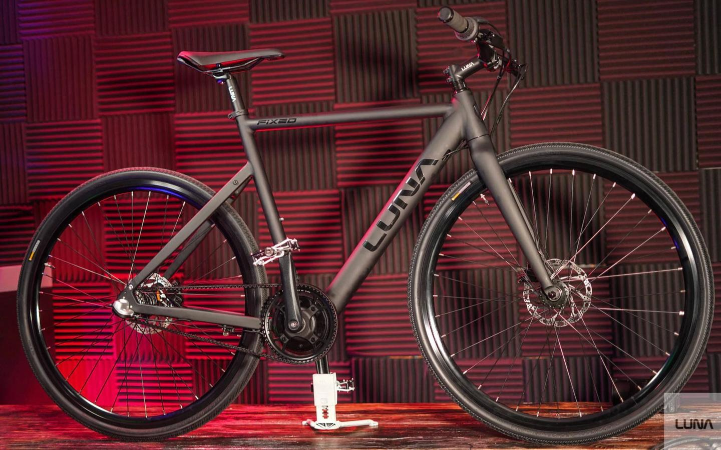 From the right-hand side you'd struggle to pick the Luna Fixed as an e-bike