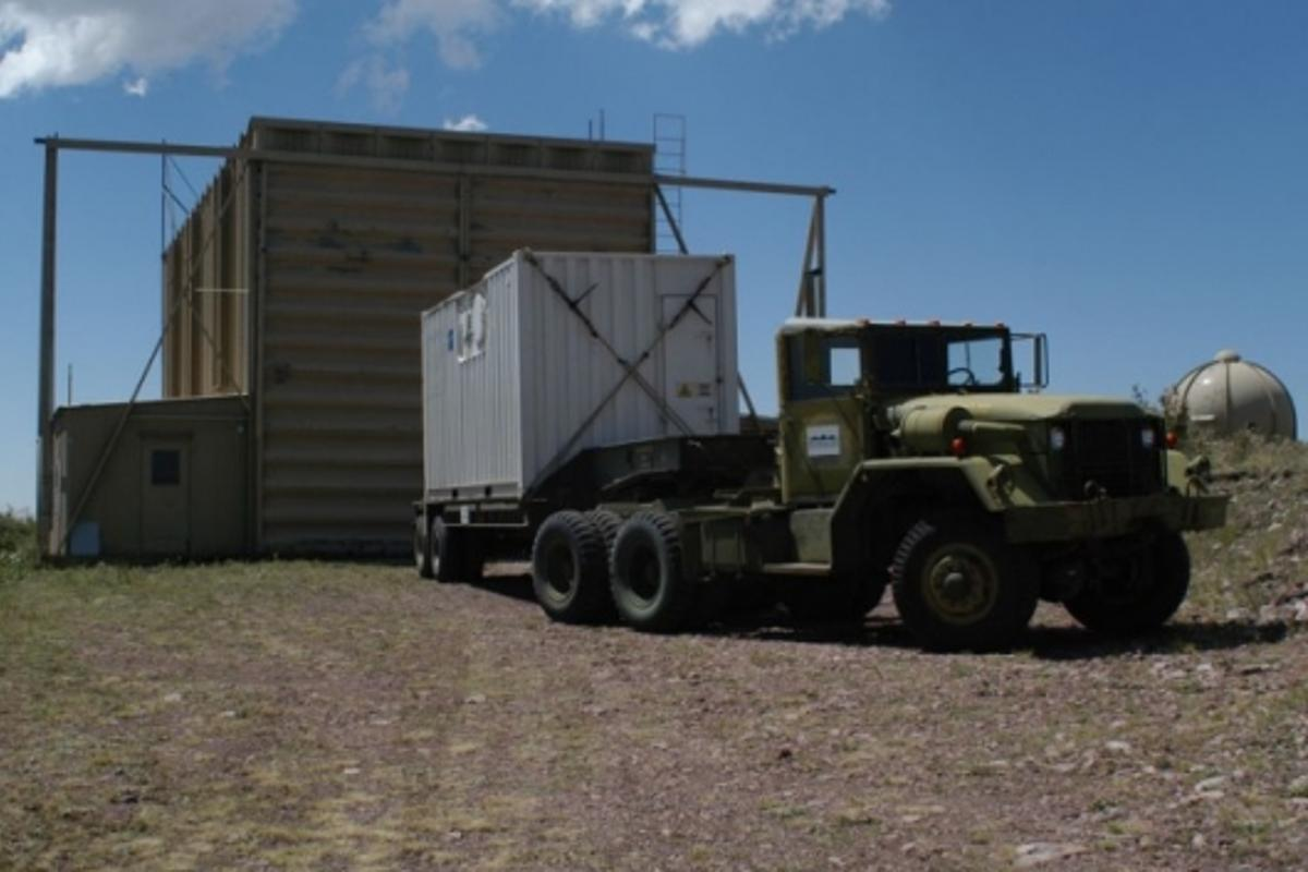 The Teramobile laser arriving in front of the hangar where it was installed during the campaign