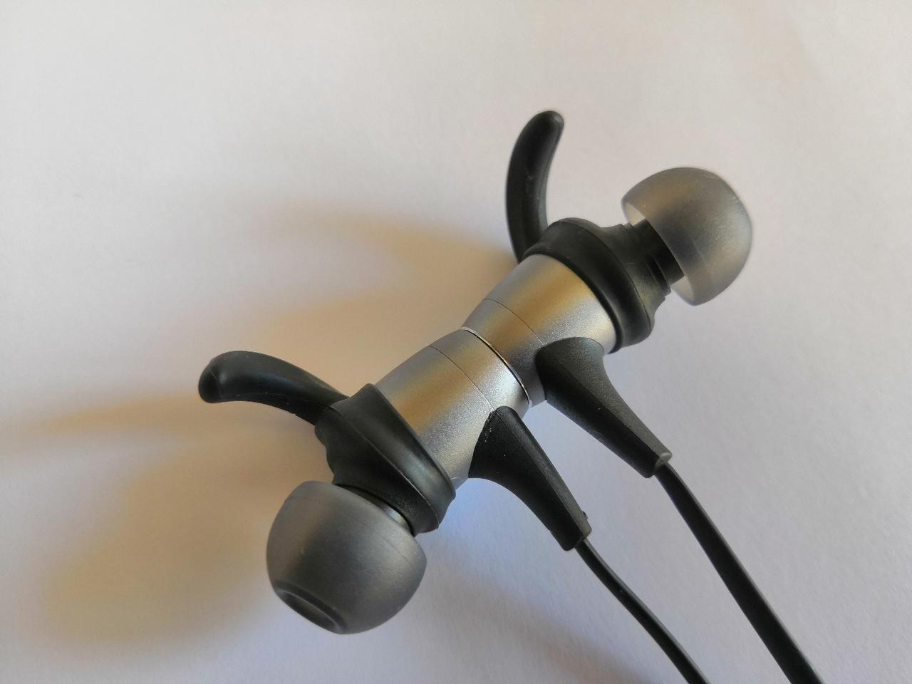 The Spirt Pro's earbuds have magnetized backs