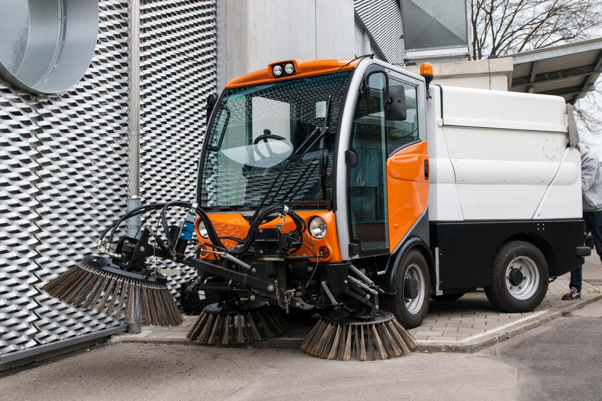 The design replaces conventional hydraulic power distribution with a more efficient electric drive system