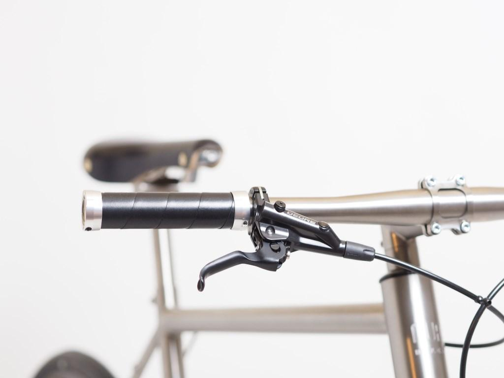 The Nua Electrica features Brooks leather grips