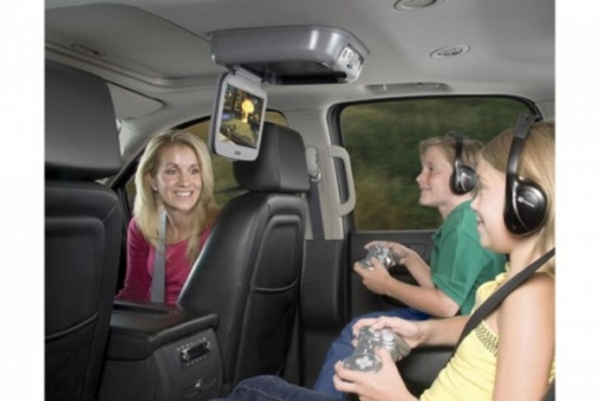 The Audiovox VOD10PS2 is great for bored backseat passengers and drivers who like peace and quiet (Photos: Engadget)