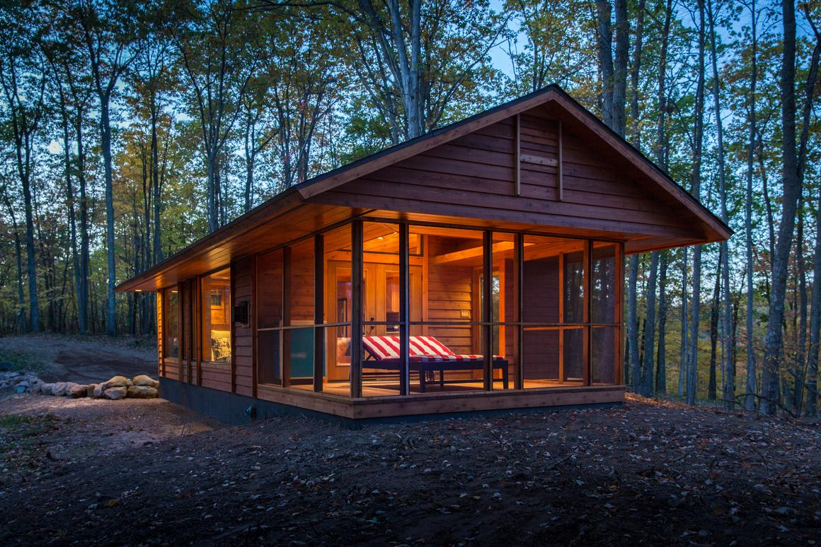 The ESCAPE home looks like a cabin but is actually rated as an RV (Photo: Canoe Bay)