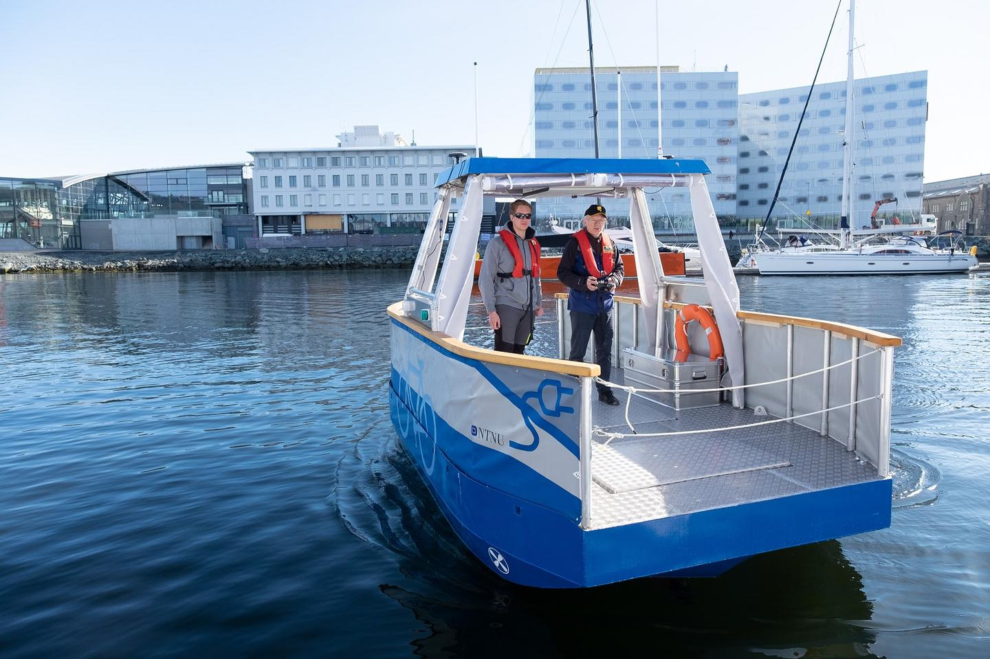 The half-scale remote-control prototype of the Autoferry