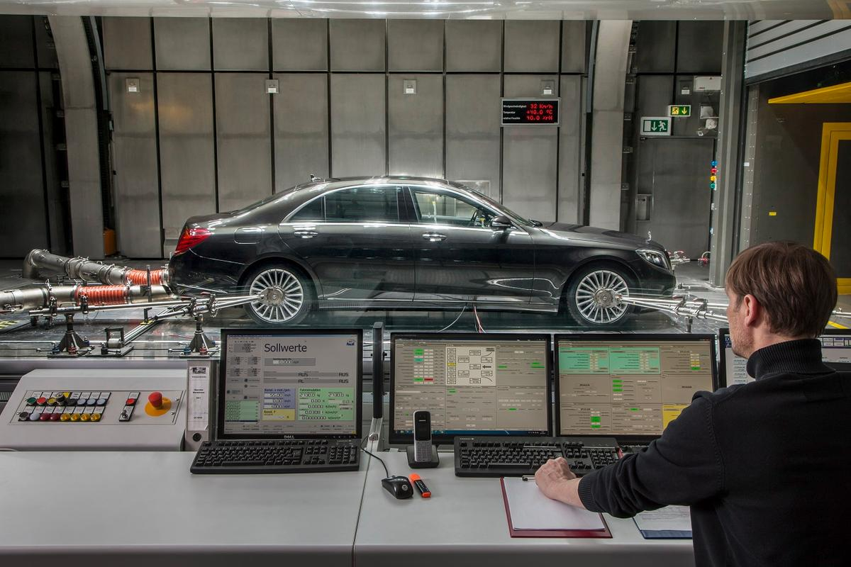 An S-Class with Mercedes' CO2-based air conditioning system is tested in the aeroacoustic wind tunnel in Sindelfingen, Germany