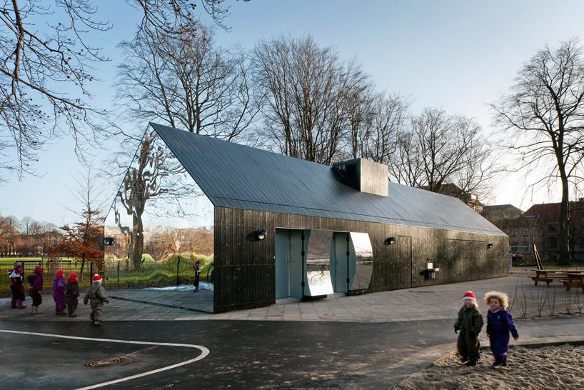The new mirror pavilion has become a popular attraction at Central Park in Copenhagen, Denmark (Photo: MLRP)