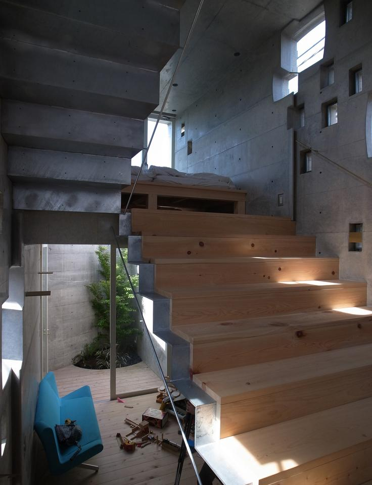 Notwithstanding the tiny footprint, the interior is well-stocked (Photo: Sabaoarch)