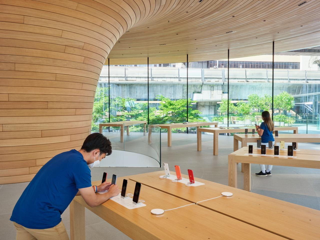 Apple Central World's interior decor is made up of concrete, glass, wood, and polished stainless steel