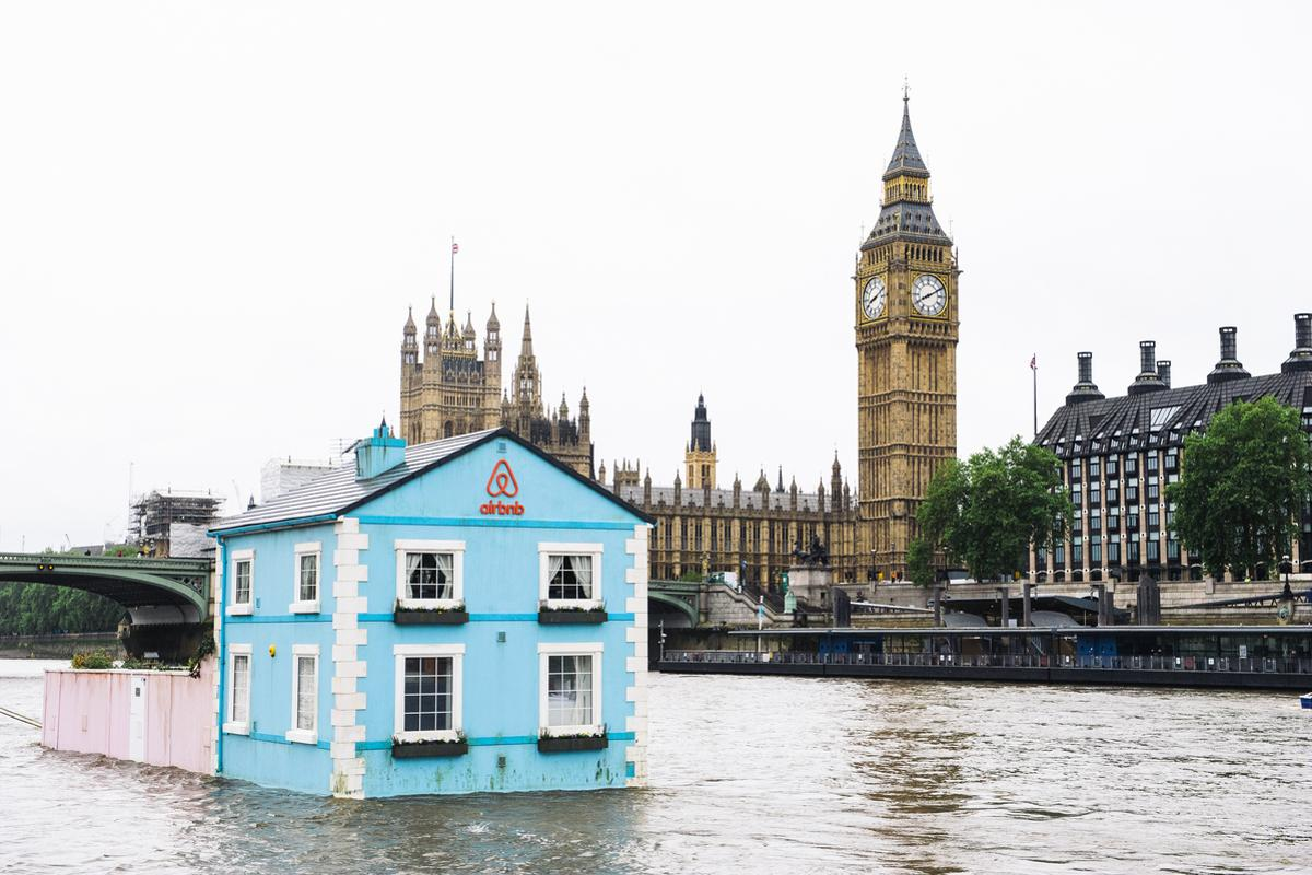 Floating House at Number 1, The Thames, offers bespoke living quarters including two bedrooms, a bathroom and a living room