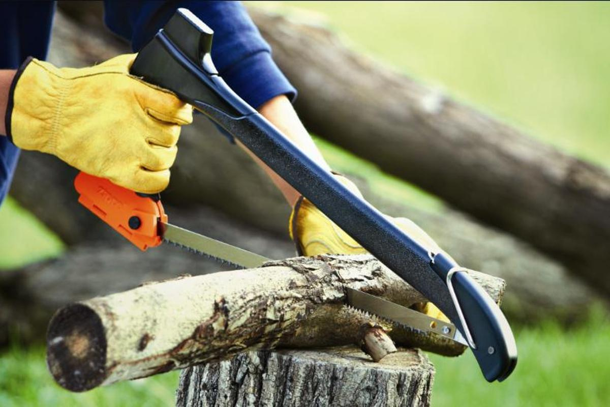 The saw is good for logs up to four inches (10.1 cm) thick