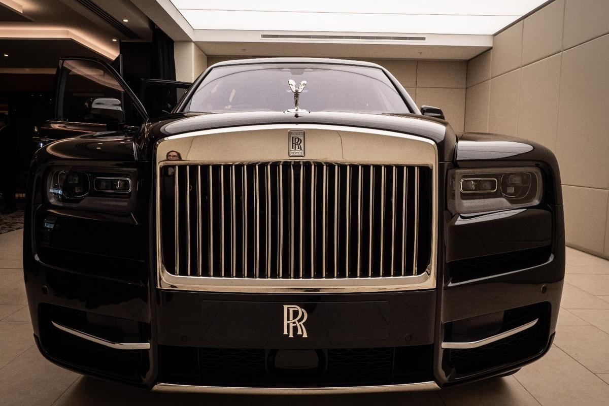 Rolls-Royce Cullinan: that's a hell of a moustache you've got there