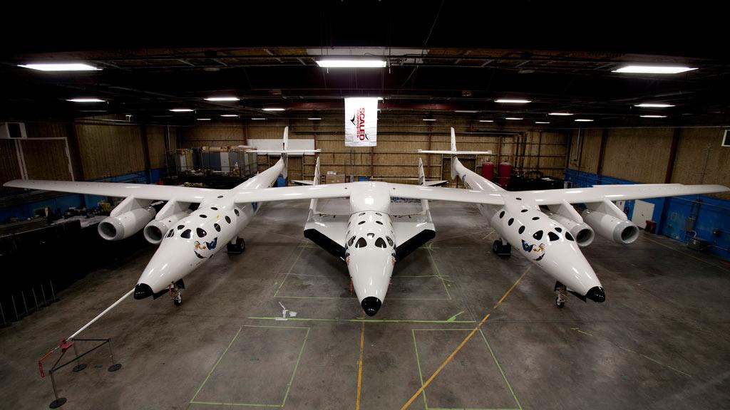 SpaceshipTwo attached to the WK2 launch craft (Photo: Mark Greenberg)